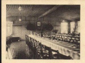 1928: Einweihung der Neuen Kantine Am 2. September 1928 wird die neue Kantine - errichtet und finanziert durch die Brauerei Vasold & Schmidt - eingeweiht. Im neuen Saal entsteht Platz für 150 - 200 Personen - das heutige Bienenheim ist entstanden.